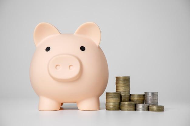将来の投資と緊急事態のためにお金を節約する