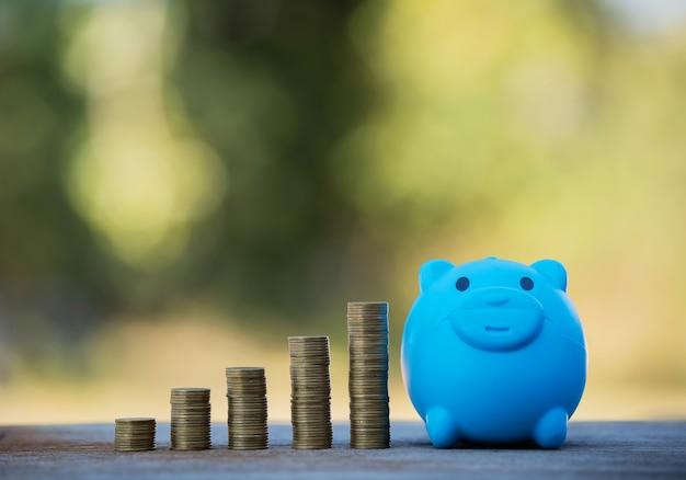 Копите деньги, чтобы инвестировать в покупку дома или недвижимости в будущем.