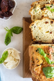 Savoury loaf cake with dried tomatoes, mozzarella and basil.