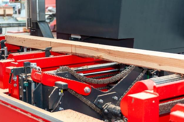 Лесопильный завод. работа с древесными опилками распиловка древесины древесина деревообработка