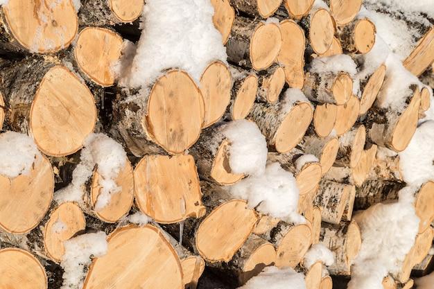薪を挽きます。