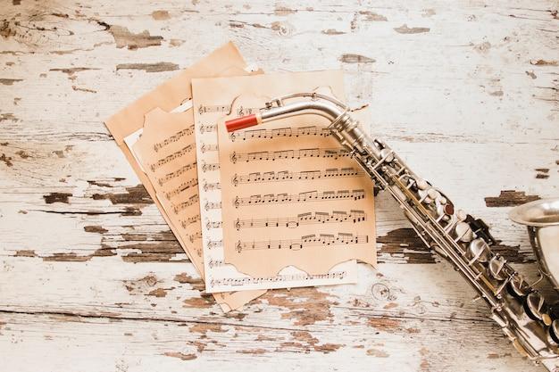 Sassofono e spartiti