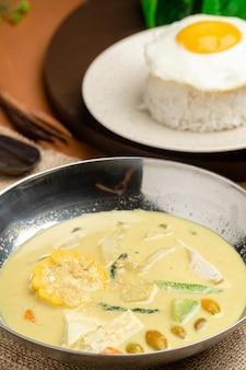 Sayur lodeh - индонезийский овощной суп, приготовленный из овощей в кокосовом молоке.