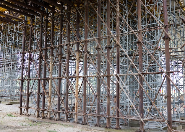 建設現場の安全装置としての足場