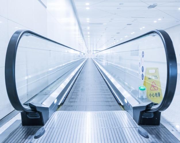 Scalator в аэропорту