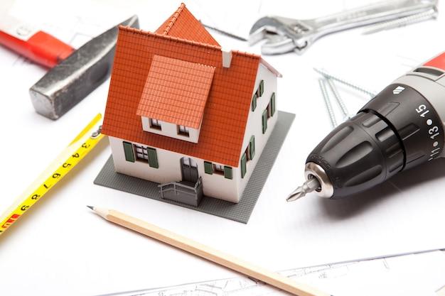ツールを使用した家の縮尺モデル