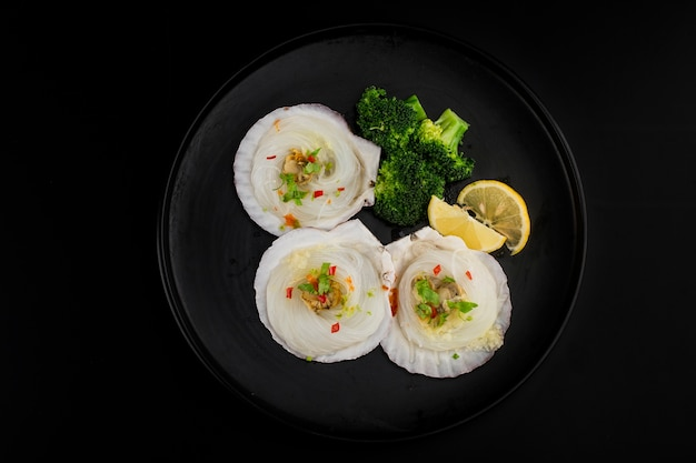 Scallop in shell garlic fans steamed