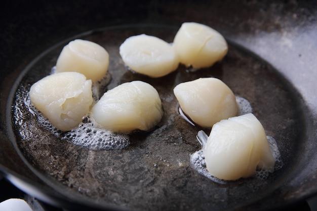 Гребешки жареные на сковороде