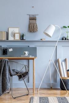 Скандинавский интерьер домашнего офиса с деревянным столом современный шаблон домашнего декора