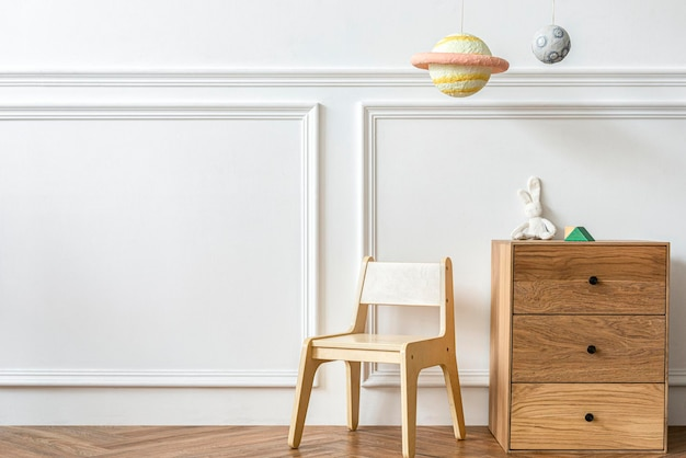 Sala giochi per bambini scandinavi con mobili in legno