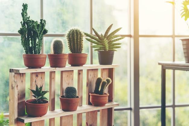 植物とスカンジナビアの部屋のインテリア