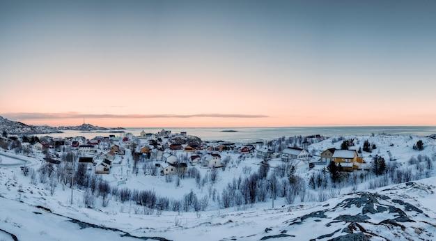 Lofoten 섬, 노르웨이에서 겨울에 해안선에 스칸디나비아 마을