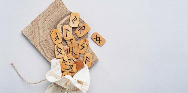 Скандинавские деревянные руны ручной работы умирает в льняной сумке