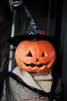 Пугало на хэллоуин с тыквой