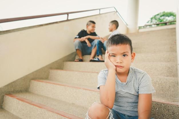 怖いだけで、若いアジアの子供
