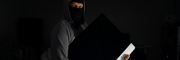 Scared televisor thief