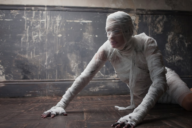 Scary mummy creeps on you.