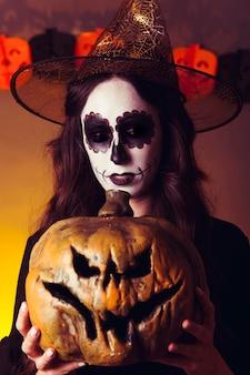 Страшная ведьма с тыквой