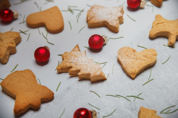 A scattering of christmas cookies on a gray surface. flat layout. top view. christmas and new year concept. cooking