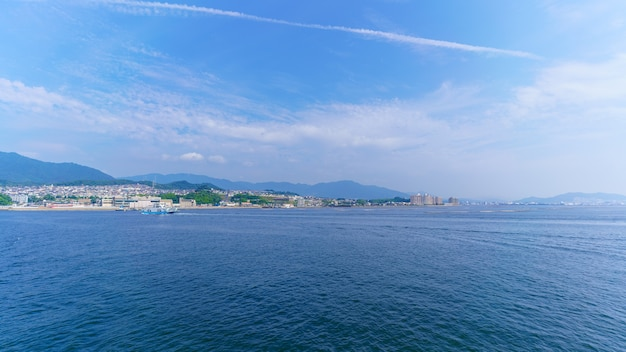 일본 미야지마구치와 미야지마 섬 히로시마 사이 내해의 풍경