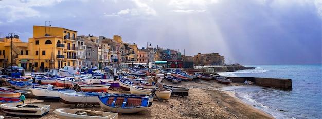 시칠리아의 풍경입니다. 전통적인 어촌 마을 aspra. 이탈리아 여행