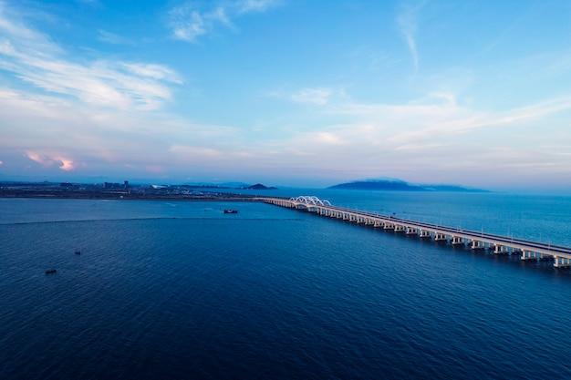 風景写真:海の橋