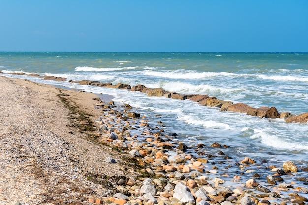 風景の海の海岸線、素晴らしいパノラマの海岸のビーチの風景。