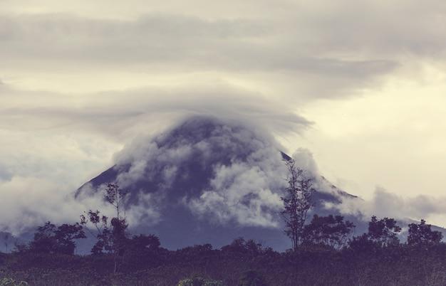 中央アメリカ、コスタリカの風光明媚なアレナル火山