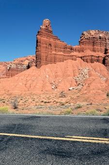 風光明媚な砂漠のドライブ、ユタ州、米国