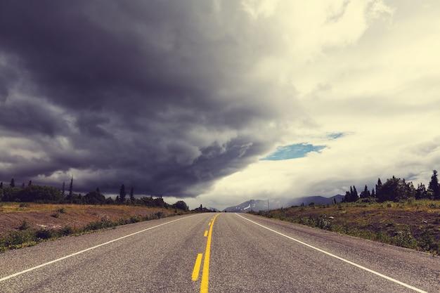 米国アラスカ州の風光明媚な高速道路