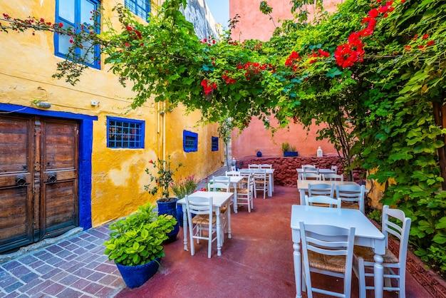 ハニアの風光明媚な絵のように美しい通りベネチアンタウンハニアクレタ島ギリシャ