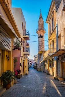 ハニアベネチアの町ハニアクレタ島ギリシャの風光明媚な絵のように美しい通り