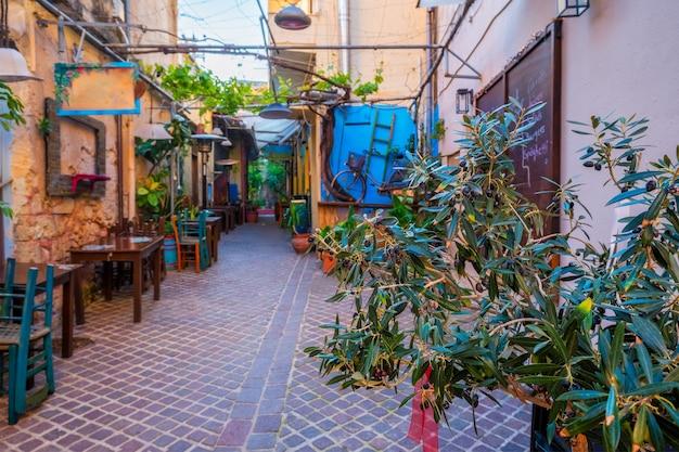 ハニアベネチアの町ハニアクリートギリシャの風光明媚な絵のように美しい通り