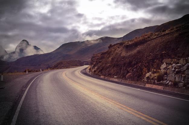 산에서 경치 좋은 길.