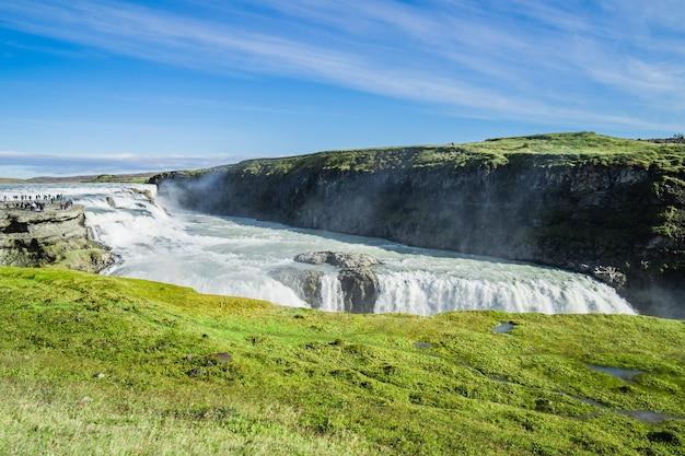 Живописный снимок водопада гюдльфосс в исландии