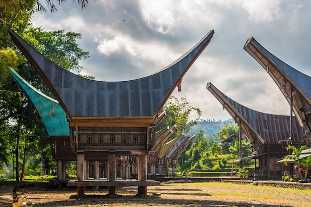 タナトラジャの風光明媚な伝統的な村
