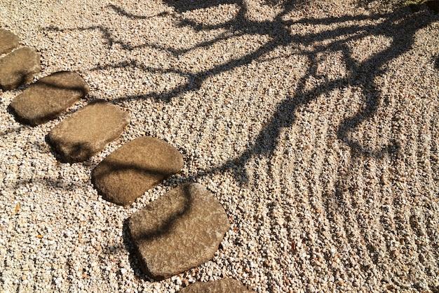 일본 선 정원의 경치 좋은 나무 그림자