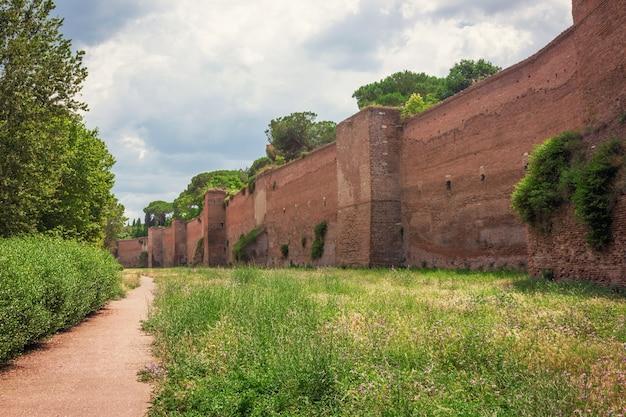 로마의 aurelian walls의 경치