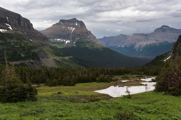 曇り空、ロガンパス、氷河国立公園、氷河郡、