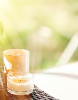 고급 스파 배경으로 향초 컬렉션과 욕실 홈 장식 유기농 아로마 캔들...