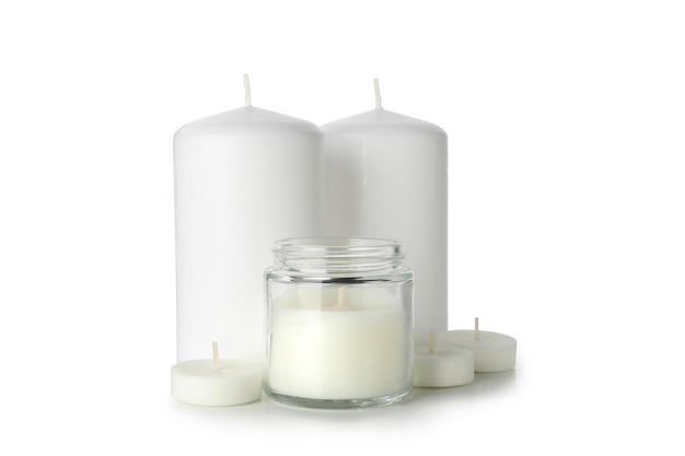 Ароматические свечи для отдыха, изолированные на белом фоне