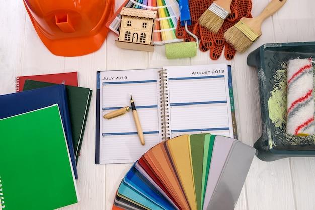 색상 견본 및 페인팅 도구 평면도로 일정