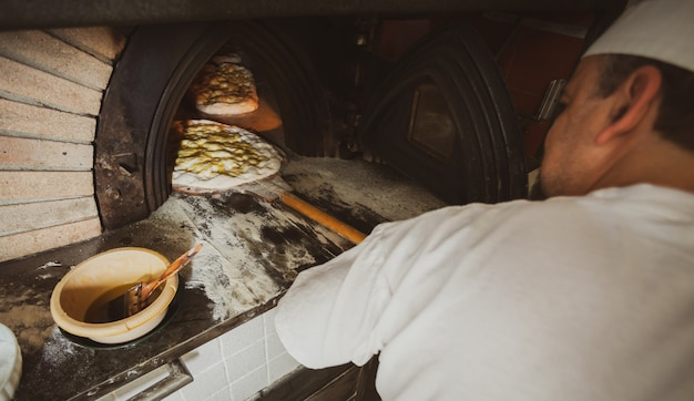 Schiacciataはイタリアのトスカーナで作られた一種のパンです。