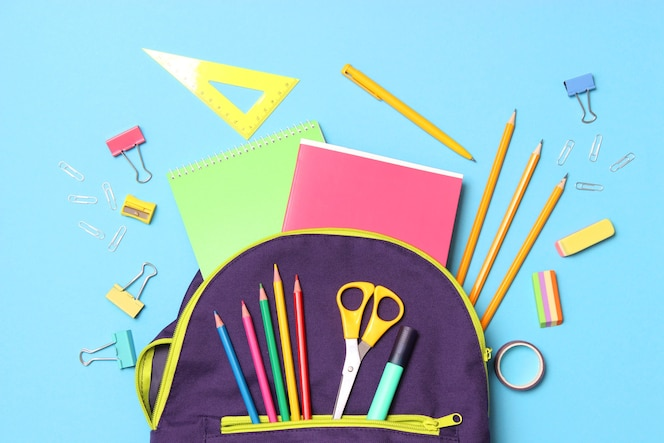 학교 배낭 및 학교 문구 개념 다시 학교로