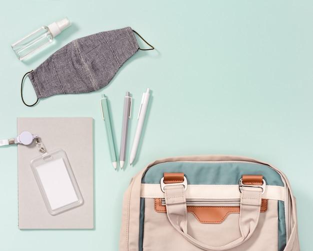 학교 가방 및 학용품, 감염 방지 마스크 및 네오 민트의 손 소독제