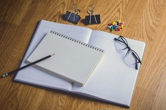 学校の文房具および事務用品