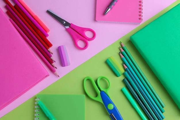 Школьные принадлежности подобраны в цветовой гамме на разноцветных фонах