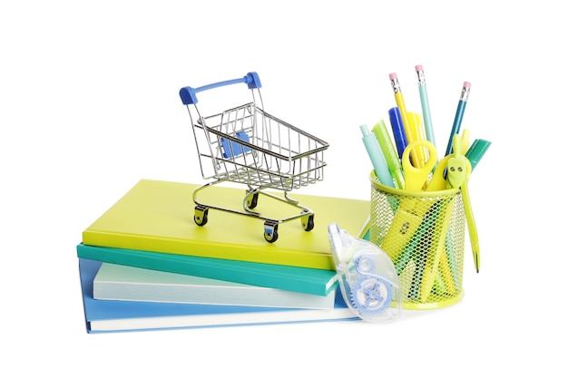 白い背景の上のカラフルな本と学用品