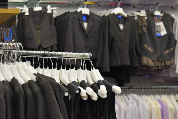 Школьная форма в магазине одежды