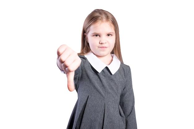 女子高生は親指を下に向けます。白い背景で隔離。高品質の写真